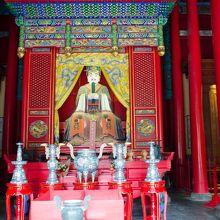 顔廟復聖殿内の顔回像