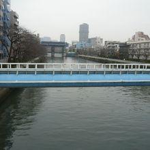 現在の小名木川は、江東区の市街他の中の川となっています。