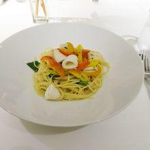 イタリア野菜とヤリイカ、海老のオイルソーススパゲティ