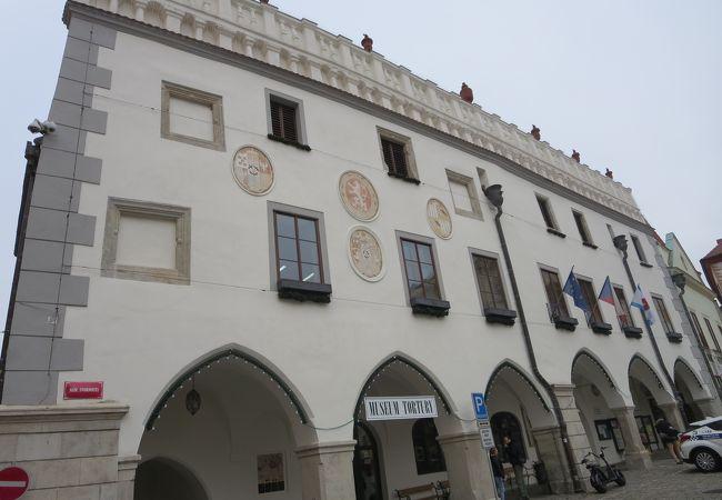 旧市街の中心にあります