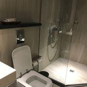 ラウンジのシャワールームについて