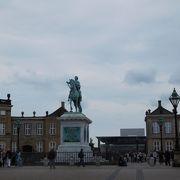 衛兵交代式で有名な宮殿