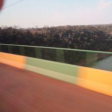 タンクレド ネーヴェス橋