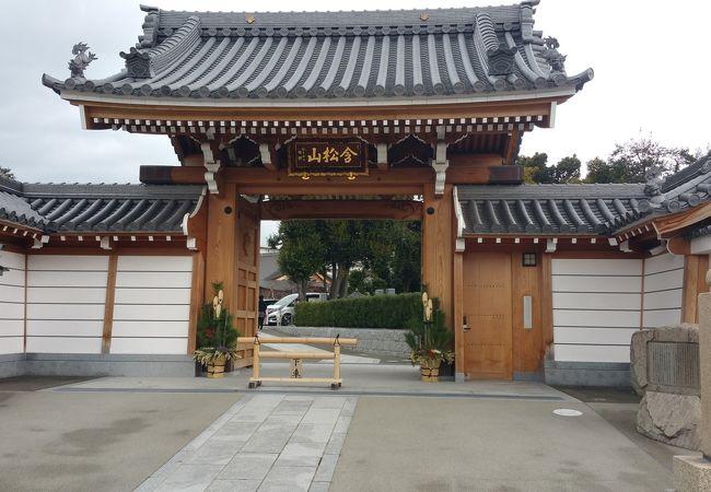 長居公園にある近代的なお寺
