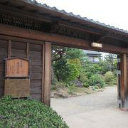 長屋門があり、仲間部屋すなわち奉公人が住み門番をしていた部屋が見学できました。