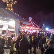 混雑のクリスマスマーケット