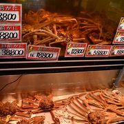 活きた蟹がもぞもぞ動いています
