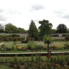レジデンツ側から見て庭園の左端は高く作られています