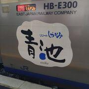 日本海の絶景を快適な列車旅できます