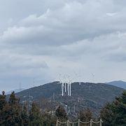 風力発電が点在。