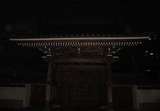山門の立派さが印象に残る寺院でした