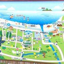 ビーチの無料駐車場に立てられた地図。