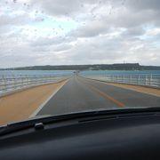 橋のアーチと海の風景!