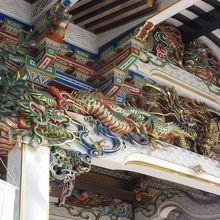 宝登山神社拝殿の極彩色彫刻