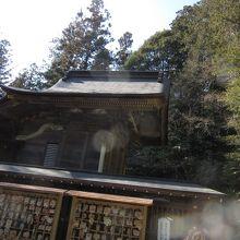 宝登山神社本殿と彫刻
