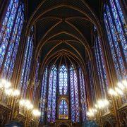 美しく派手な教会