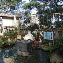 江ノ島神社銭洗い白龍王