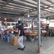 高雄孔子廟から20m、徒歩1分の所に早朝市場