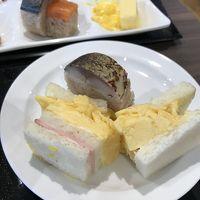鯖寿司とだし巻き玉子のサンドウィッチ