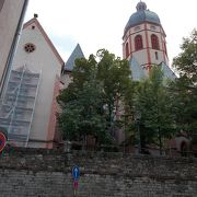 旧市街地の南のエリアにあります。
