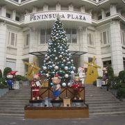 クリスマスシーズンのペニンシュラ プラザ
