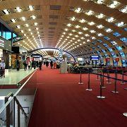 お洒落な巨大空港