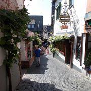 旧市街地の真ん中にある小道です。