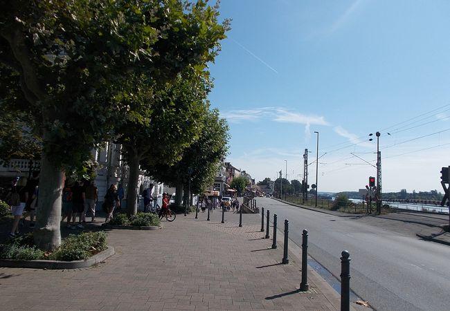 旧市街地の南側にある通りです。