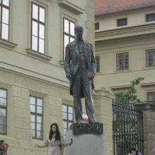 マサリクの銅像