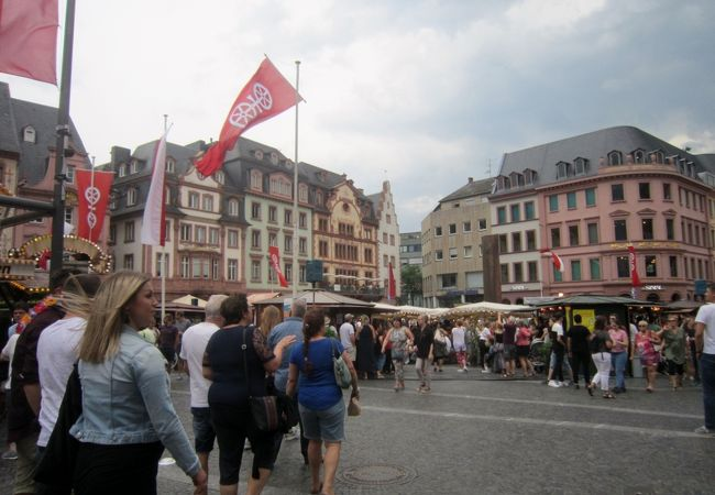 大聖堂の前の広場