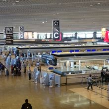このように各航空会社で手続き場が広がってます。
