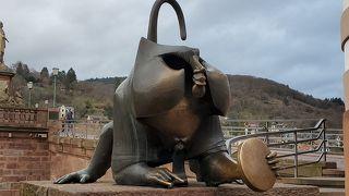 ハイデルベルクの猿の像