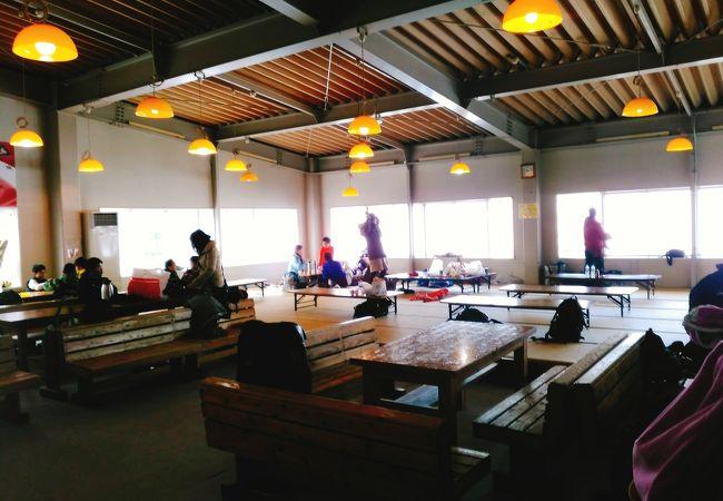 (えぼしスキー場) 無料の休憩場所がキッズパークの近くにあります