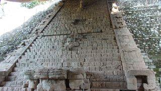広い! マヤの遺跡は神聖文字の階段だけじゃない。