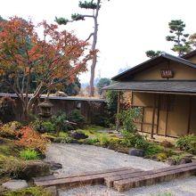 茶室「朝雲庵」と庭園