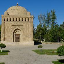 イスマイール サーマーニ廟