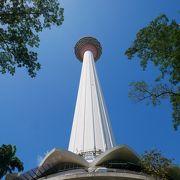 ペトロナスツインタワーに並ぶタワー
