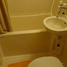 風呂とトイレは一体です。