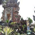 写真:ウルン ダヌ バトゥール寺院