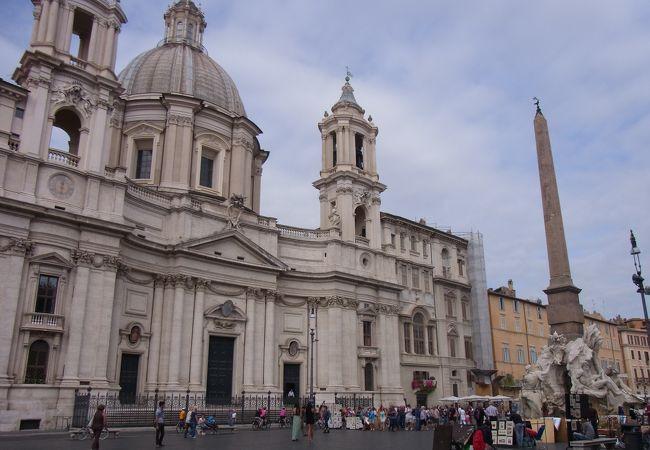 ナヴォーナ広場にある教会