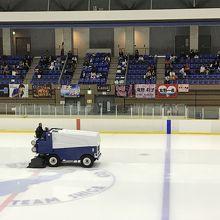 競技中には定期的に氷の表面を綺麗にされていました
