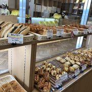 パンやラスクも並んでいます