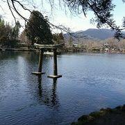 金鱗湖にある神社
