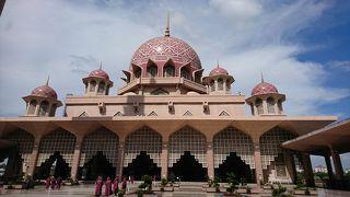 写真映えするピンクモスク