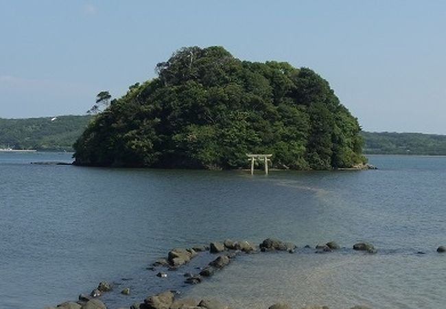 小島神社 干潮時だけ渡れる