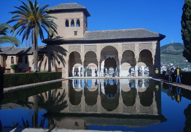 コマレス宮と並んでアルハンブラのフォトジェニックなスポット。
