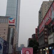 メトロ春熙路駅から100mと近くて便利。周りは歩行者天国でした。