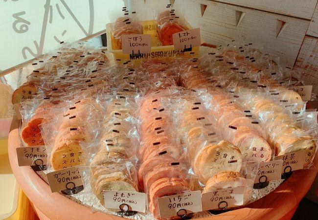 たくわんサラダサンドのサラダパンで有名なつるやパンの、まるい食パン専門店!!