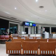 広々とした開放感のあるよい空港です。