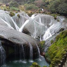 天星橋景区の中の銀錬墜潭瀑布へ行く。結構歩く。